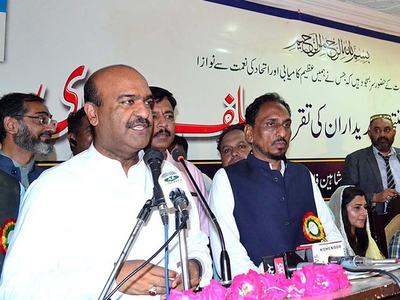 Nawaz should surrender before law; proposes Nadeem Afzal