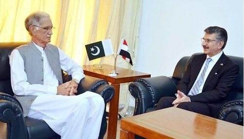 Pakistan's defense minister offers to train Iraqi armed forces