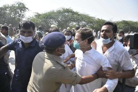 Rahul Gandhi, sister Priyanka arrested by UP police