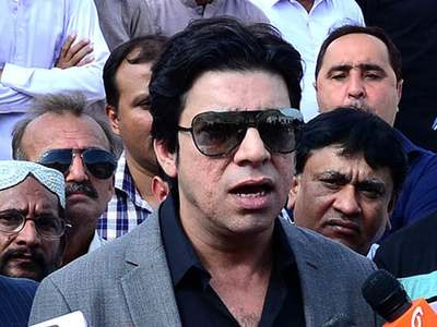 Vawda advises Nawaz Sharif to come back, bring 'revolution' in the country