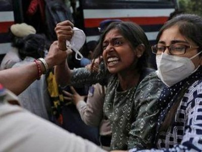 India detains politicians as unrest flares over gang-rape