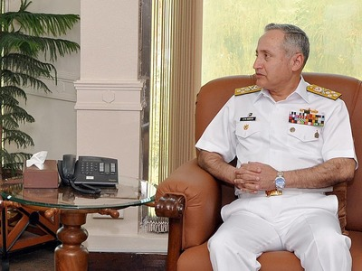 Outgoing naval chief pays farewell call on chairman joint chiefs of staff committee