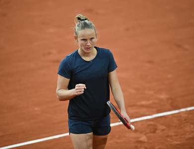 Ferro into last 16 as fellow Frenchwoman Burel misses out