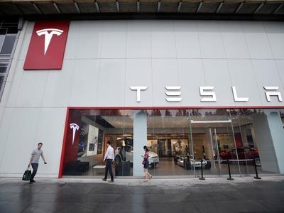Tesla has a shot at producing 500,000 cars this year, Musk says in memo