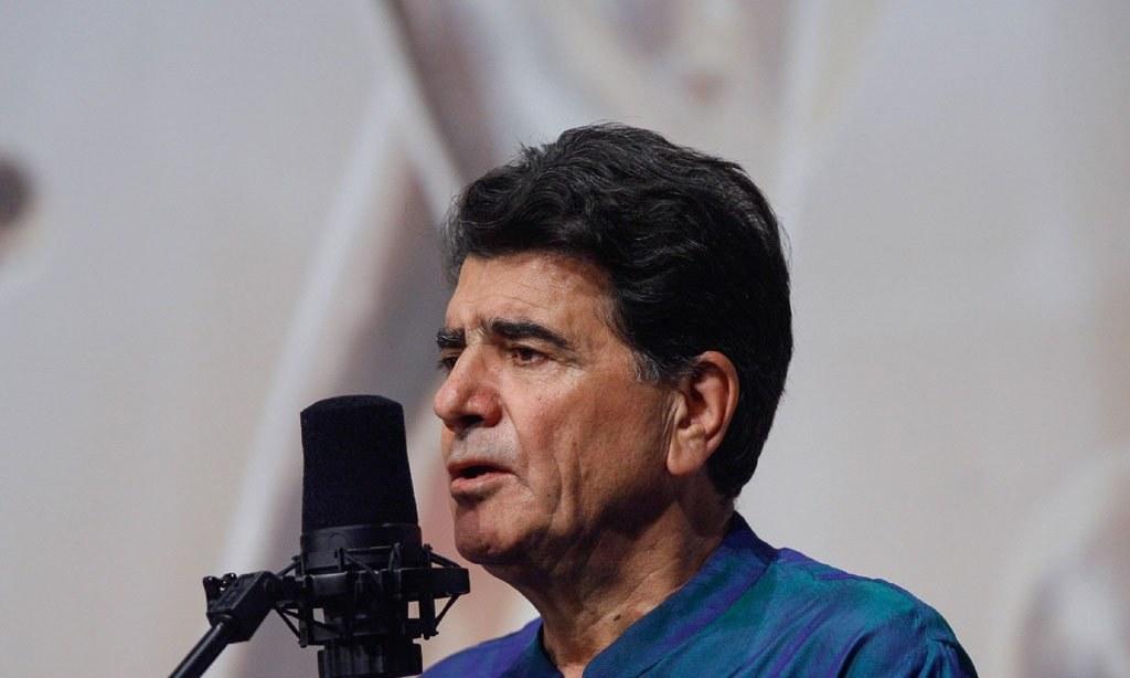 Legendary Iranian singer dies