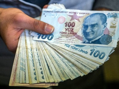 Turkish lira hits record low on geopolitical concerns
