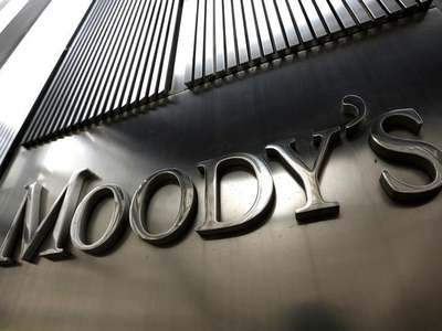 Moody's cuts UK's debt rating on weak economic growth