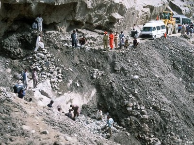 15 killed after bus plunges into ravine near Skardu