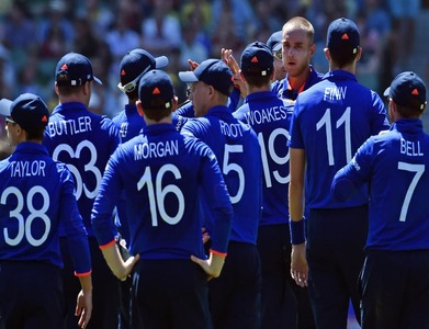 England players agree 15% pay cut as pandemic hits ECB revenues