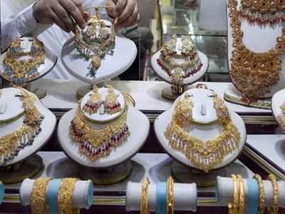 India premiums rise as jewellers boost festive stocks