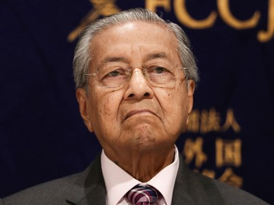 Mahathir says Muslims have right to kill French