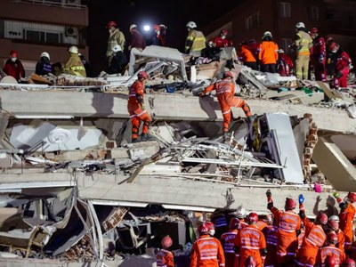 Rescuers race to find Turkey quake survivors, 28 dead
