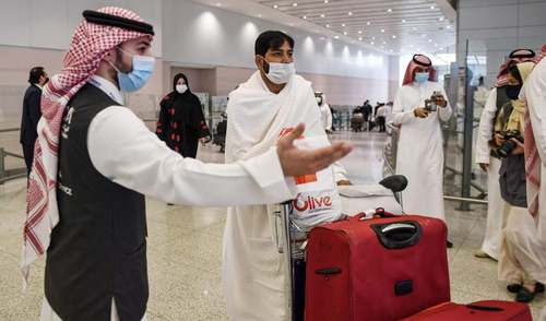 First flight of Pakistani pilgrims arrives in Saudi Arabia after seven months