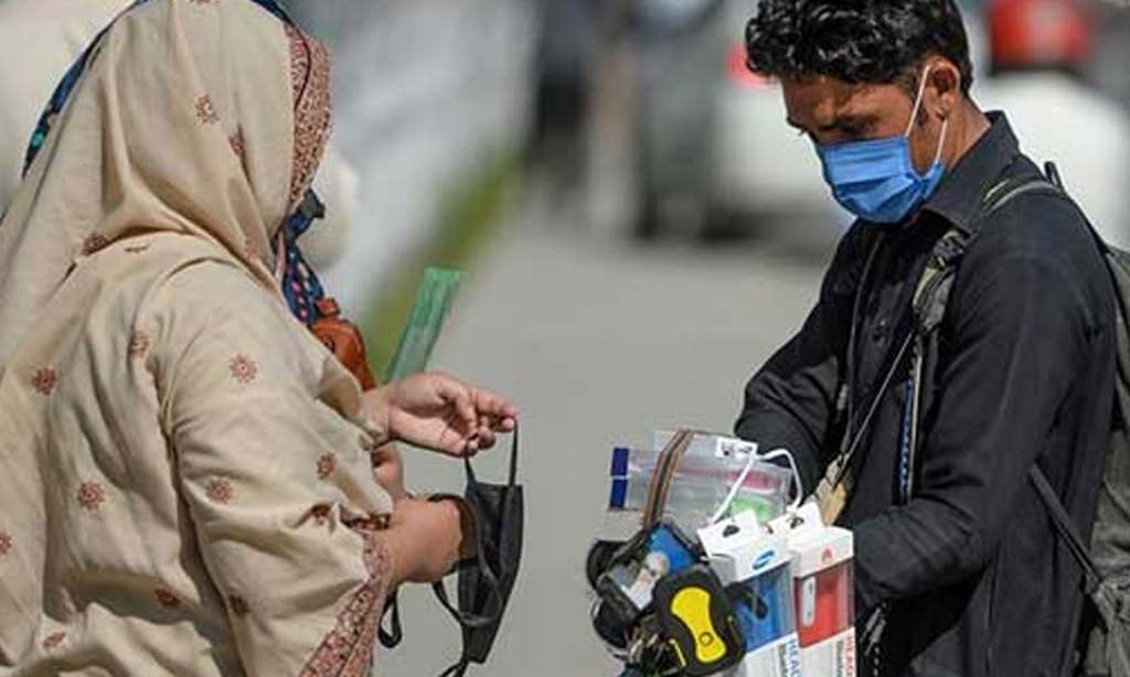 Face mask made compulsory for Karachiites, fine on violation amid COVID-19 resurge
