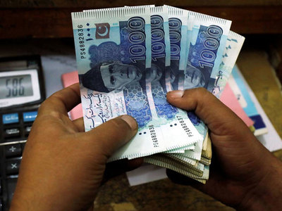 Crowding out of Bank Deposits