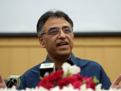 Citizens complaint about Karachi issues related to provincial and district governments: Asad Umar