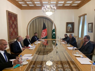 FM Qureshi meets Afghan counterpart, discusses peace process in Kabul