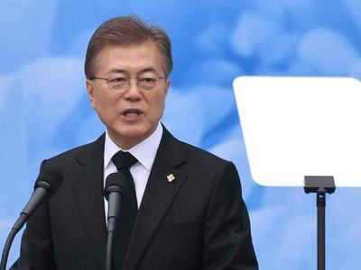 South Korea's Moon vows to work with China to end war, build peace on Korean peninsula