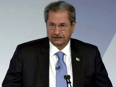 Shafqat urges students to avail 'distance learning' seriously amid COVID-19