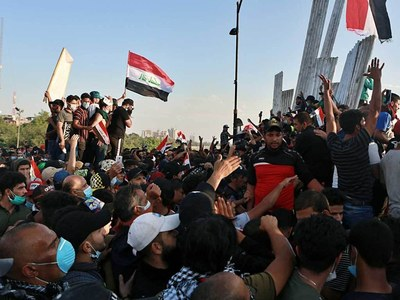 Thousands protest in Iraq as death toll from clashes rises