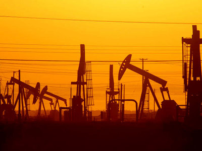 Oil looks for reasons to rally