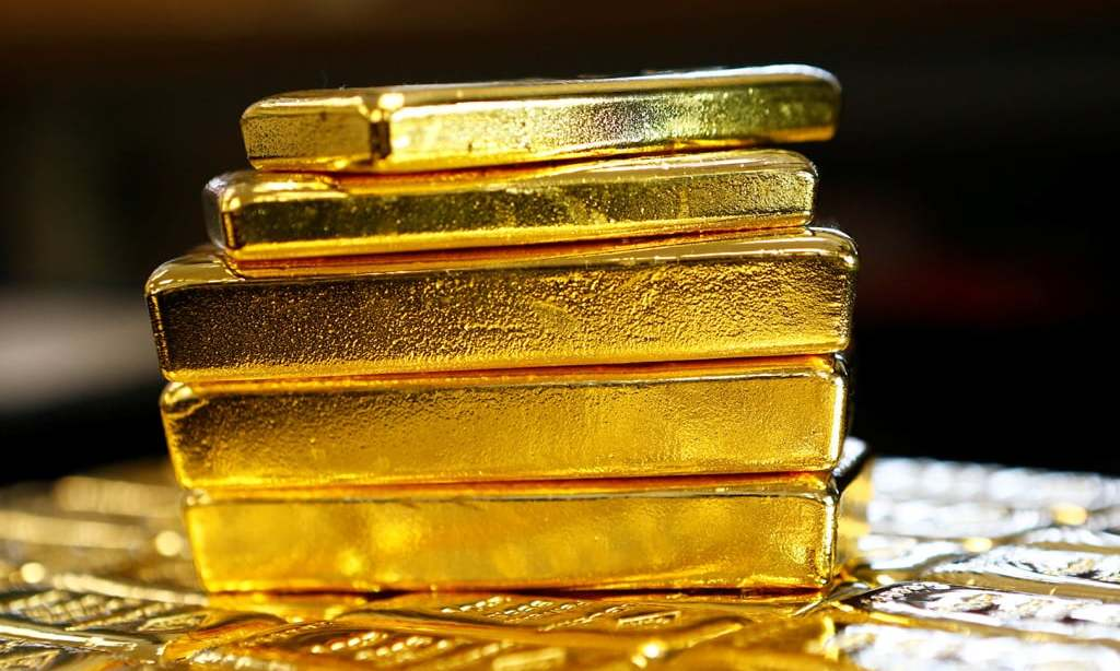 Gold firms on stimulus bets, weak dollar