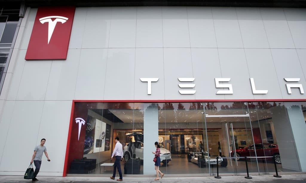 Tesla bear Chanos reduces size of his short bet