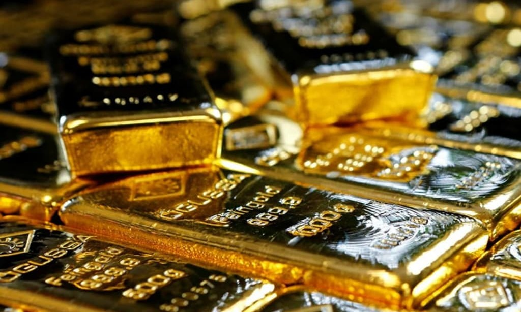 Gold heads for weekly gain on muted dollar, U.S. stimulus bets
