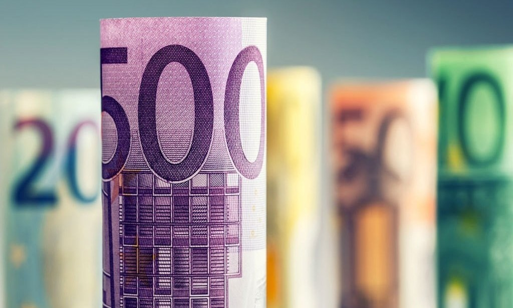 Currencies slide as markets eye EU budget veto developments