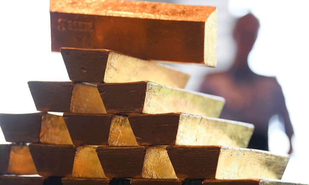 Gold eases but on track for first weekly gain in four weeks