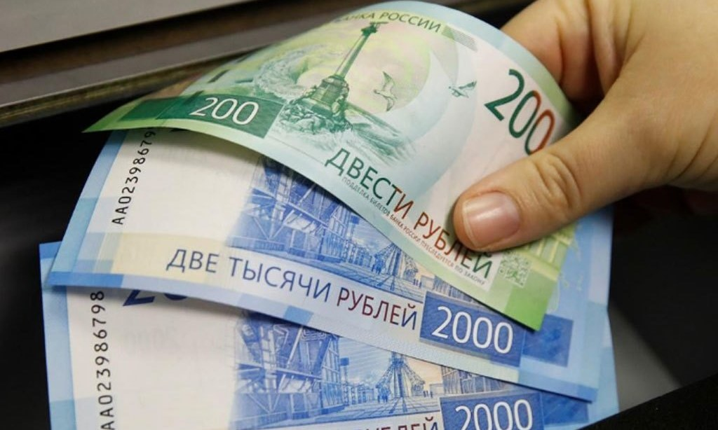 Rouble gains towards 73 vs dollar, RTS at highest since March