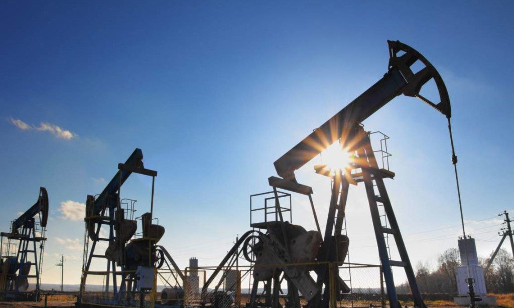 Oil dips as COVID cases, lockdowns outweigh vaccination news