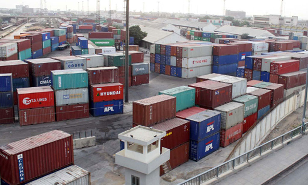 Pakistan's exports to US crosses $400 mn in a month: Razak