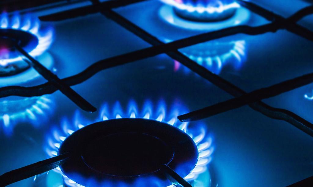 U.S. natgas futures edge up on record LNG exports, rising demand
