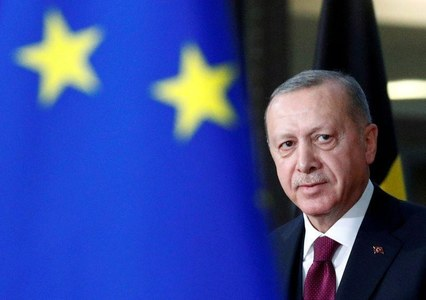 Turkey calls on EU to act with common sense, says wants to improve ties