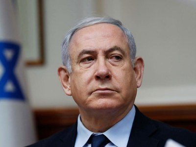Rival of Israel PM Netanyahu mounts right-wing challenge