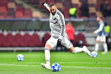 Benzema takes Real Madrid into Champions League last 16