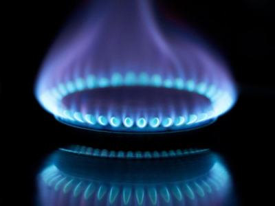 U.S. natgas futures edge up ahead of storage report on cooler weather