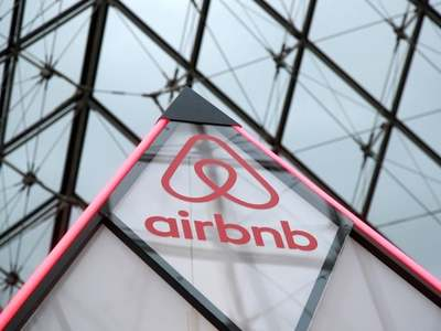 Airbnb valuation surges past $100bn in biggest US IPO of 2020