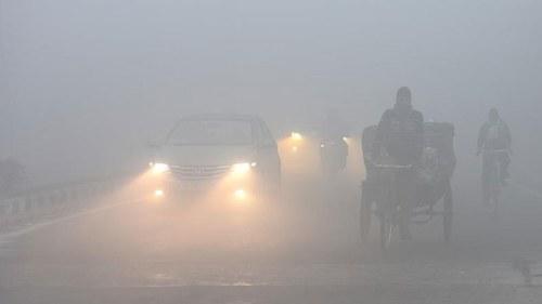 Dense fog blankets Punjab, disrupts road traffic and flight operation