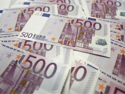 Euro holds firm as U.S. stimulus hopes weigh on dollar