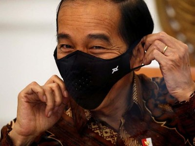 Indonesia pledges free COVID-19 vaccines, with president first in line