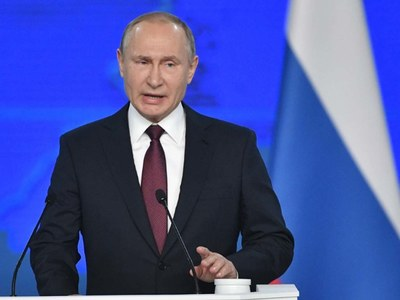Putin says he will receive COVID-19 vaccine when he can, urges mass vaccination