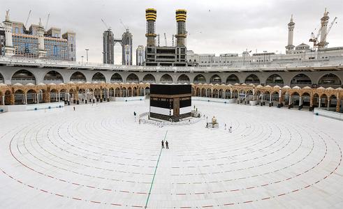 Saudi Arabia suspends Umrah pilgrimage over new COVID-19 variant