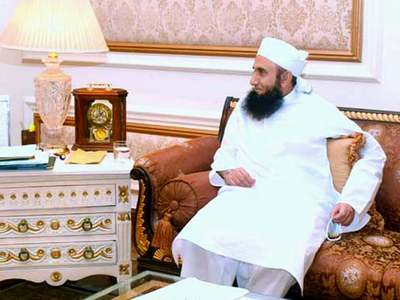 Maulana Tariq Jamil shifted to home after recovering from COVID-19