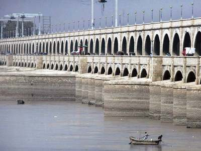 Sukkur Barrage closes for traffic due to ongoing renovation