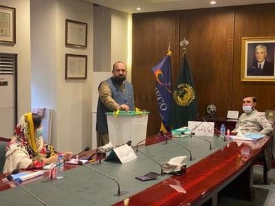 Islamabad mayor election: PTI's candidate Malik Sajid Mahmood casts vote