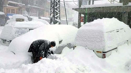 K-P Govt declares 'extreme cold weather emergency' as temperature reaches freezing levels