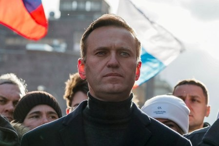 Russia gives Kremlin critic Navalny an ultimatum: Return immediately or face jail