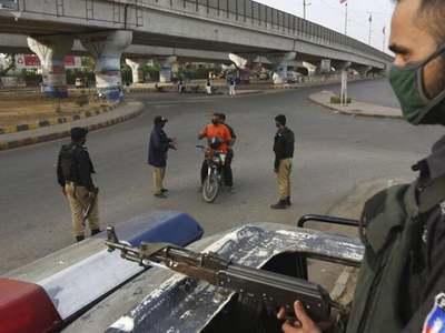 COVID-19 resurge: Micro smart lockdown imposed in Karachi's district Central